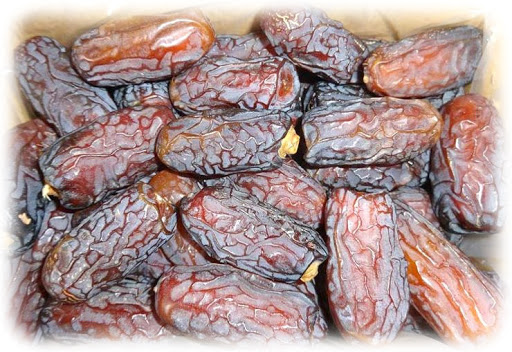 Iranian Piarom – Tasting the Delicious Semi-Dried Dessert